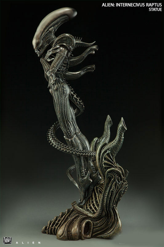 "Alien Internecivus Raptus 22"" Tall Polystone Statue - Click Image to Close"