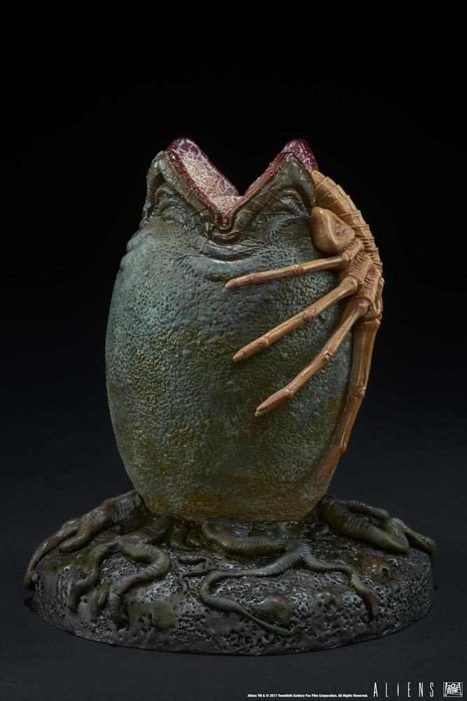 Alien Egg Light Up Statue - Click Image to Close