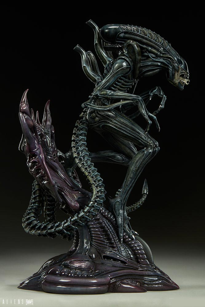 "Alien Warrior Xenomorph 17"" Tall Statue"