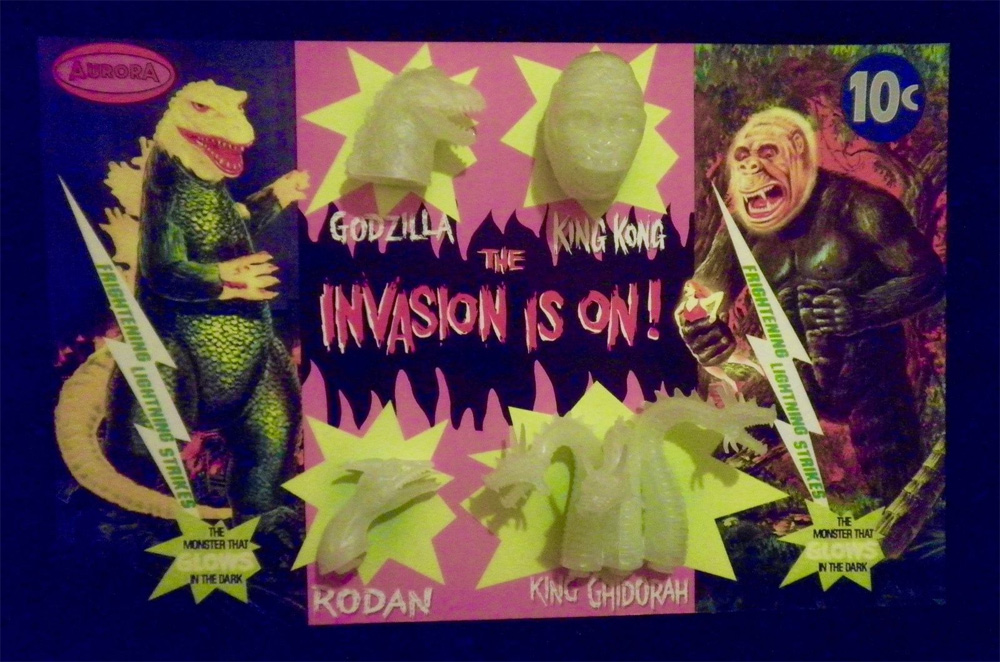 Aurora Monsters Godzilla and King Kong Glow Heads Fantasy Model Display Card