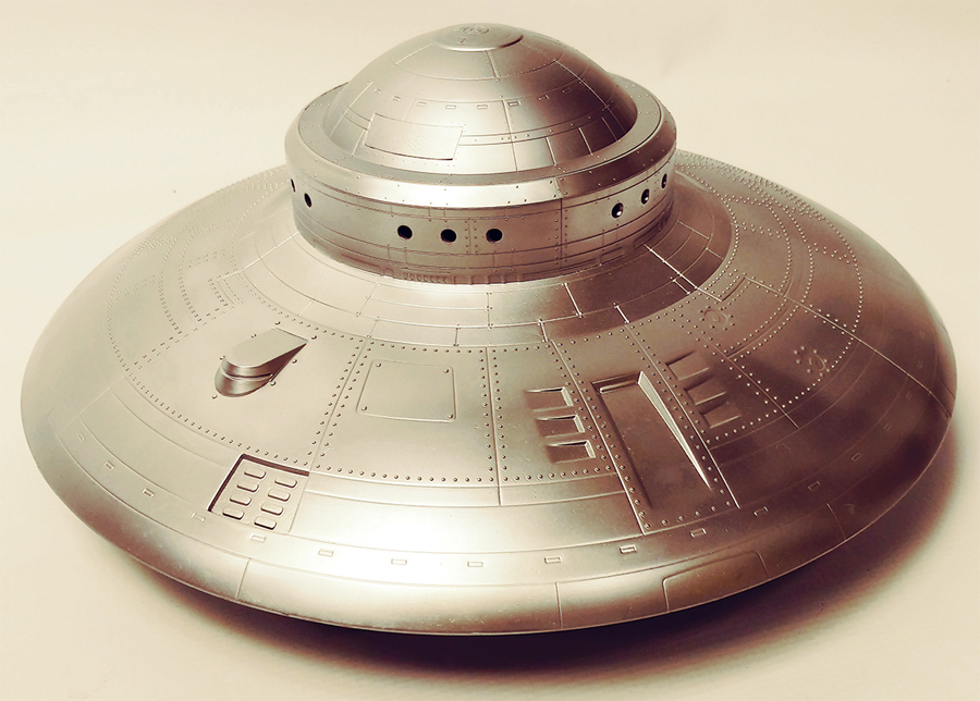 Alien Invaders 1/72 Scale Flying Saucer Spacecraft Injected Plastic Model Kit