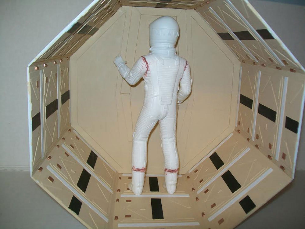 2001: A Space Odyssey Astronaut and Discovery Corridor Model Kit