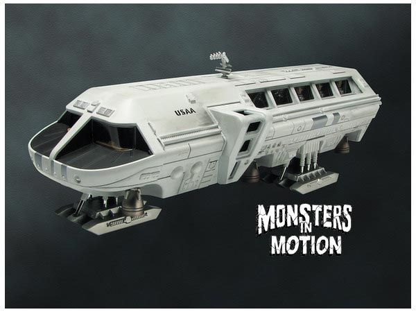 2001: A Space Odyssey AURORA Moon Bus Plastic Model Kit Moebius (Version B)