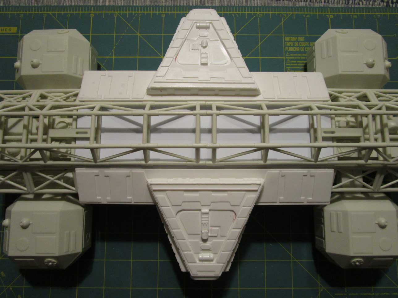 "Space 1999 Eagle Transporter 22"" Long 1/48 Scale Labooratory Pod Model Kit - Click Image to Close"