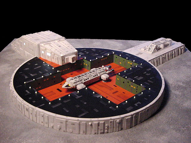 Space 1999 Eagle-1 Transporter Launch Pad 1/72 Scale Model Kit