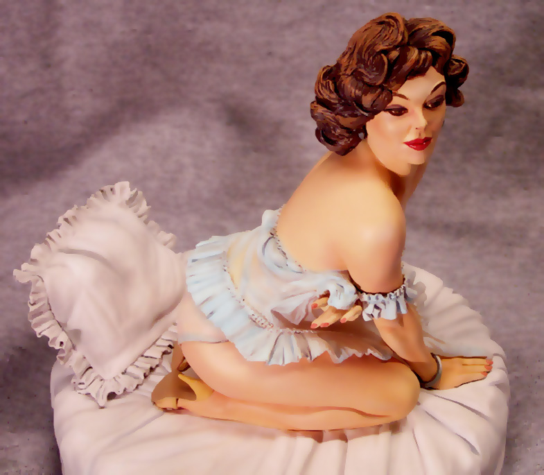 Suzanne Classic Pin-Up Girl by Elvgren 1/6 Scale Statue by Reel Studios Steve West Sculptor