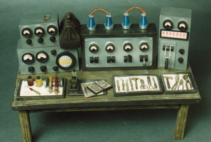 Mad Doctor Hypo and Tool Table Model Assembly Kit