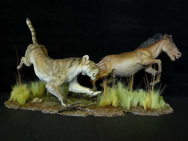 3 Toed Horse vs Saber Tooth Machairodus Model Kit